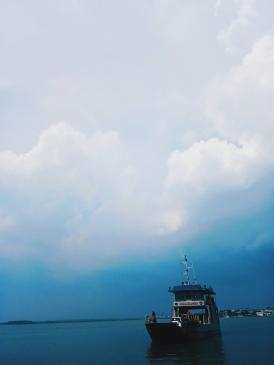 Kapal penyeberangan ke Pulau Nusa Kambangan